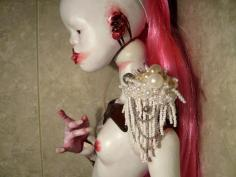Side view. There is something extraordinary about these dolls. They are both repulsive and compelling